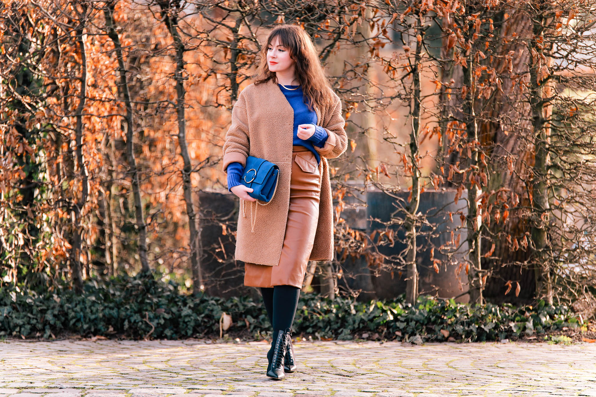Trendfarbe-2020-Classic-Blue-Blau-kombinieren-Modeblog